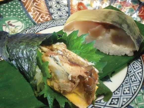 鯖寿司・焼き鯖にぎり・焼き鯖寿司扇巻きの3種2個組合せ 500円